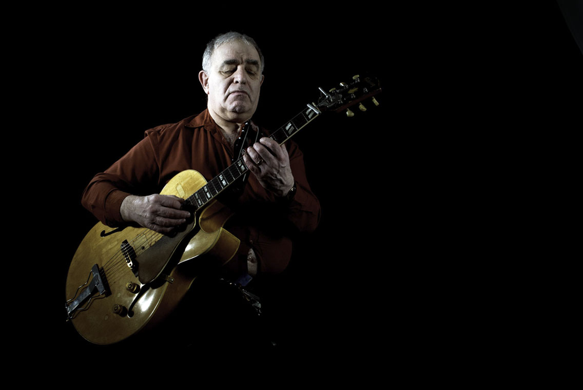 Colour image of Esmond Selwyn playing jazz guitar